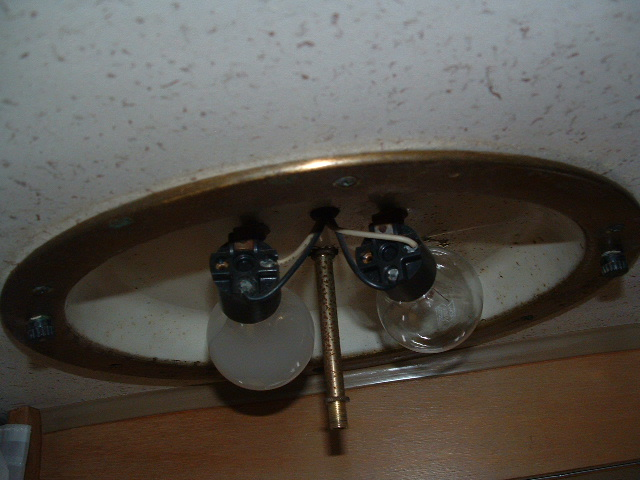 Click image for larger version  Name:ceiling fixture1.JPG Views:70 Size:115.7 KB ID:20879