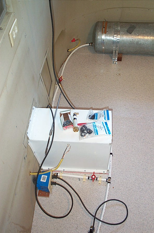 Click image for larger version  Name:water outside and tank.jpg Views:98 Size:108.4 KB ID:21001