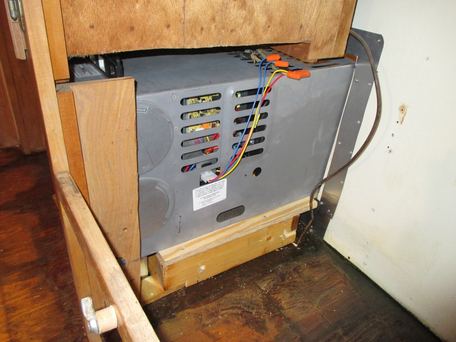 Click image for larger version  Name:1403 Furnace Install Right Side.jpg Views:158 Size:296.9 KB ID:212031