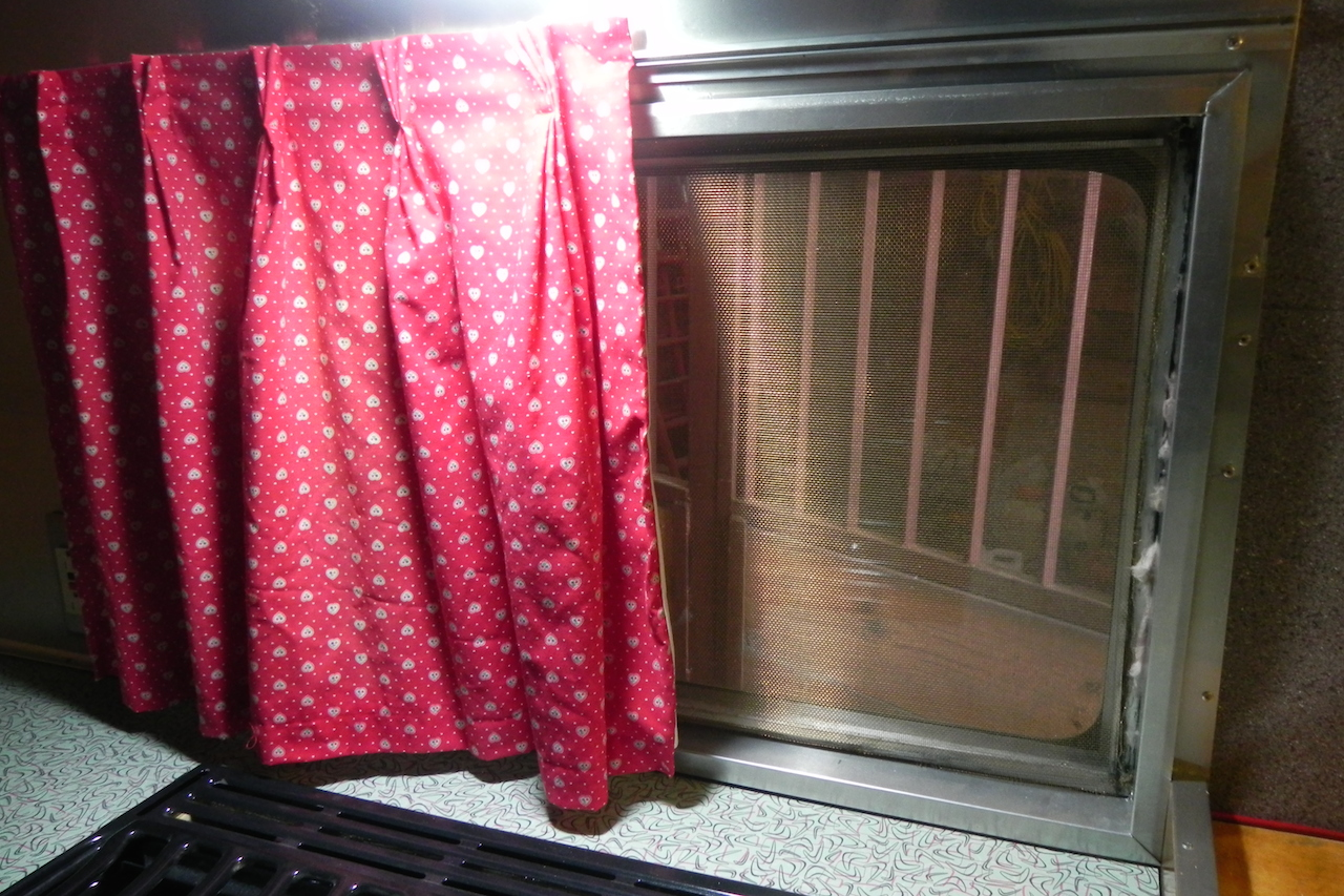 Click image for larger version  Name:Galley window and curtain detail.JPG Views:43 Size:700.5 KB ID:213169
