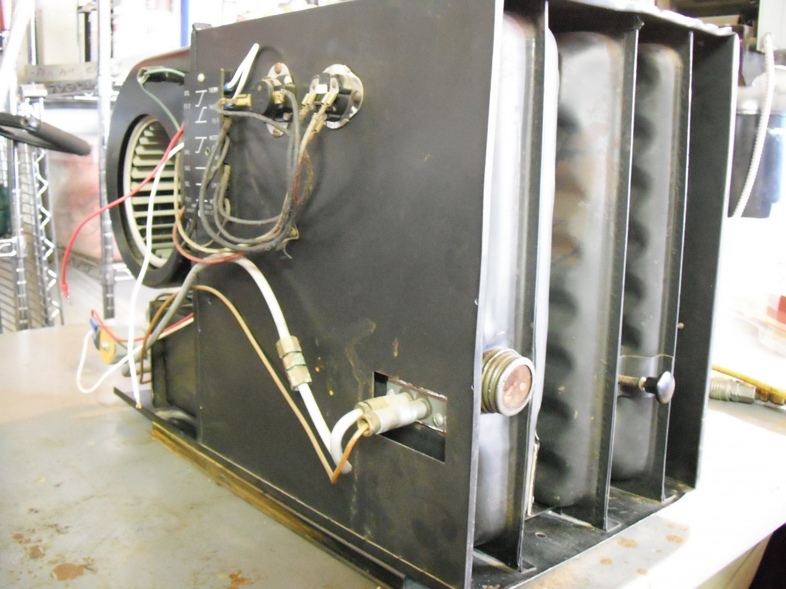 Click image for larger version  Name:Airstream Furnace 010.jpg Views:114 Size:277.6 KB ID:213203