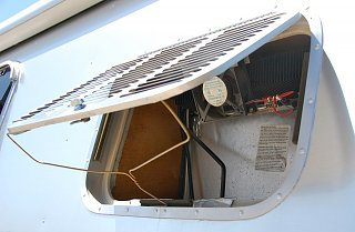 Click image for larger version  Name:DSC_0004 Refrig fan, switch & vent.jpg Views:155 Size:331.0 KB ID:215615