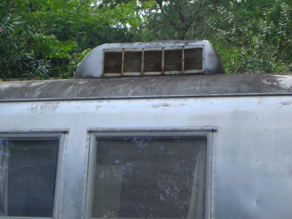 Click image for larger version  Name:1964 Airstream Overlander 067sm.jpg Views:80 Size:95.8 KB ID:21610
