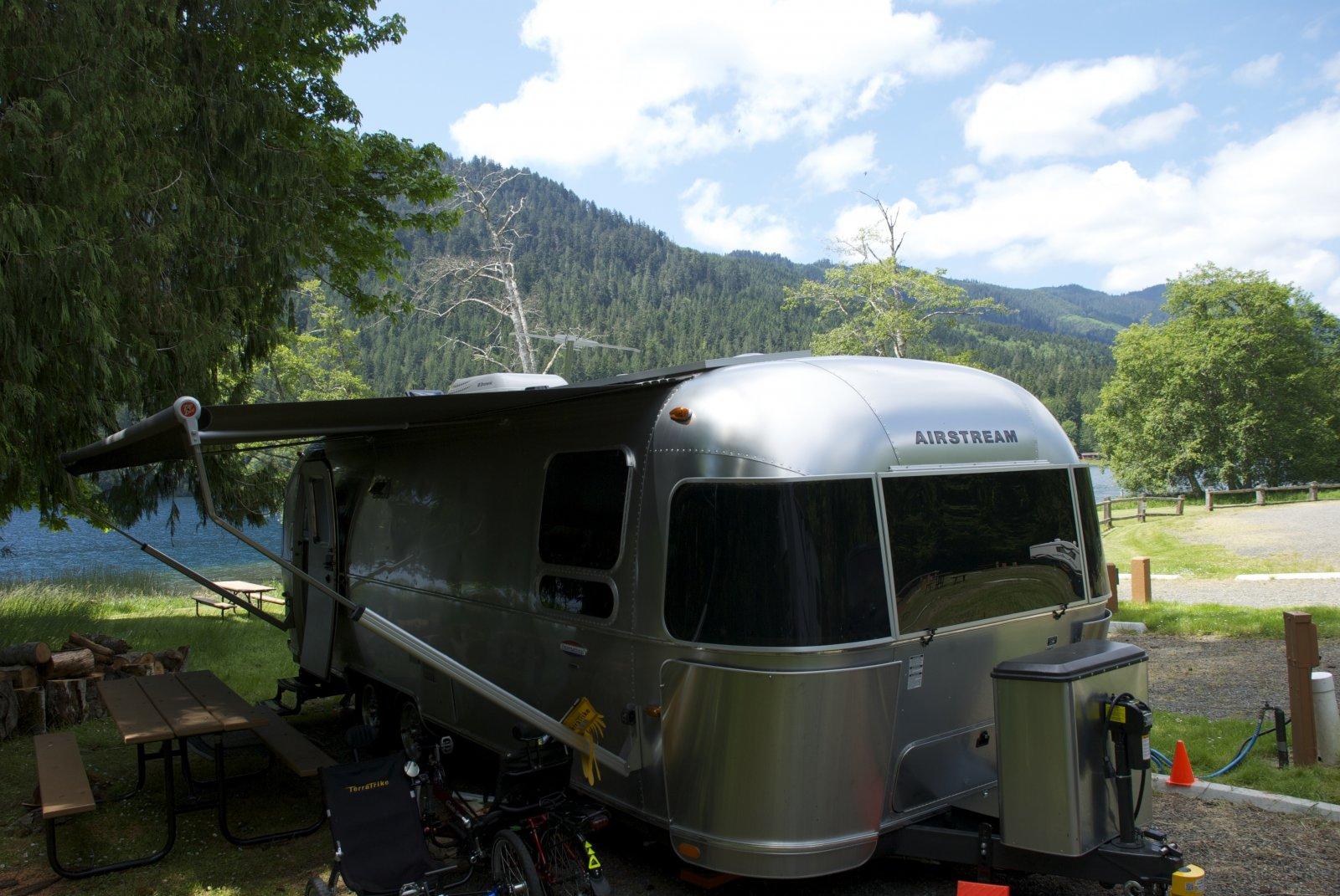 Click image for larger version  Name:Camping at Lake Crescent Log Cabin Resort.jpg Views:73 Size:293.2 KB ID:217633