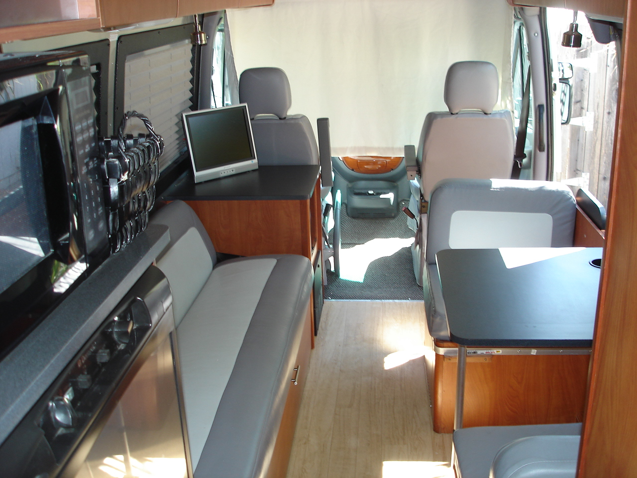 Click image for larger version  Name:Airstream Sprinter Motorhome 007.jpg Views:43 Size:602.9 KB ID:217958