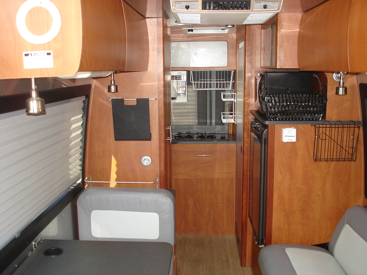 Click image for larger version  Name:Airstream Sprinter Motorhome 002.jpg Views:40 Size:542.0 KB ID:217959