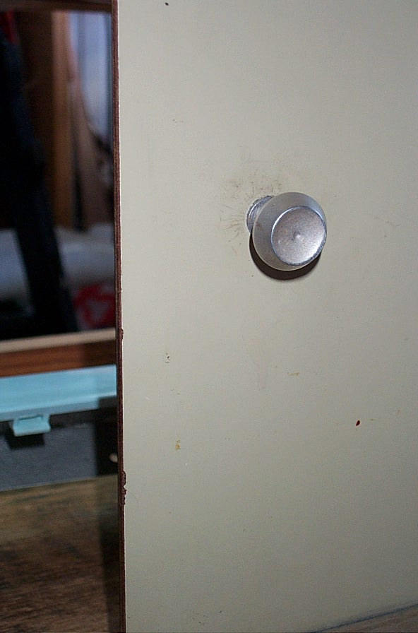 Click image for larger version  Name:Cupboard knob 1.jpg Views:69 Size:54.5 KB ID:22106