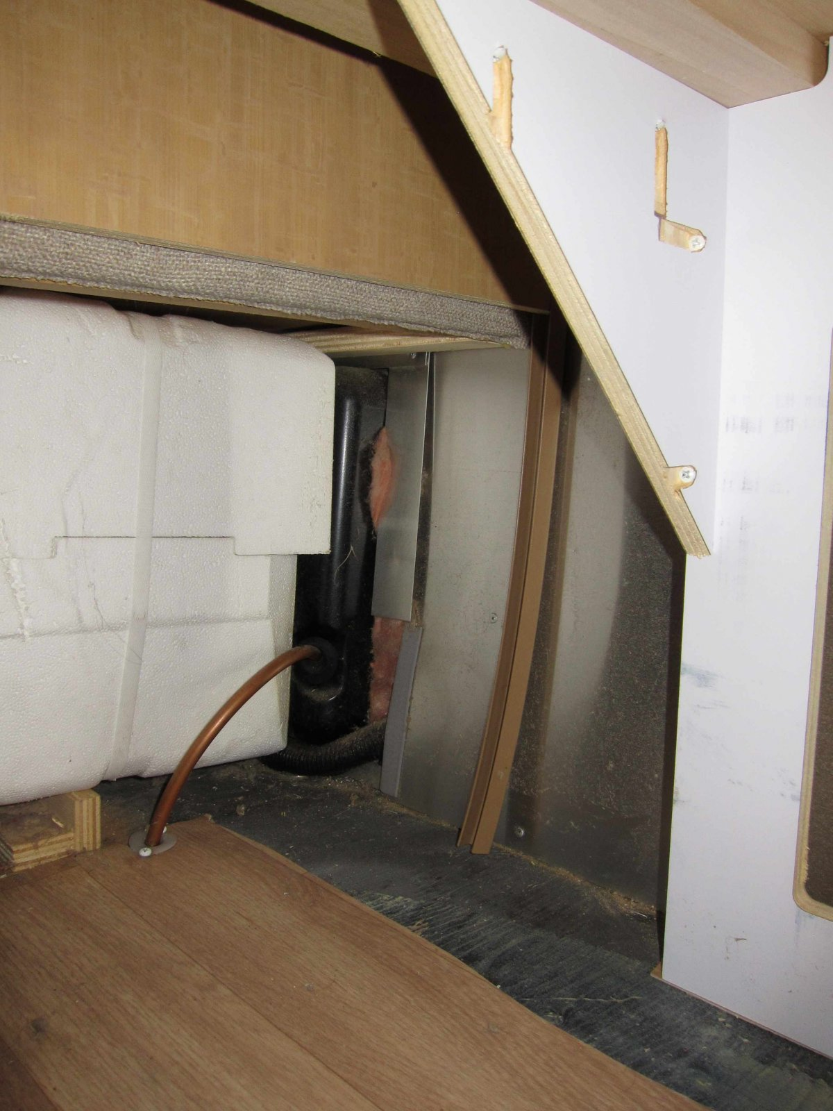 Click image for larger version  Name:under the bed looking at water heater.jpg Views:64 Size:247.8 KB ID:222096