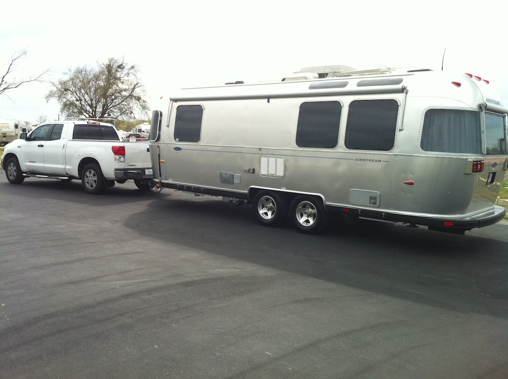 Click image for larger version  Name:Airstream and Tundra (1).jpg Views:124 Size:212.9 KB ID:224133