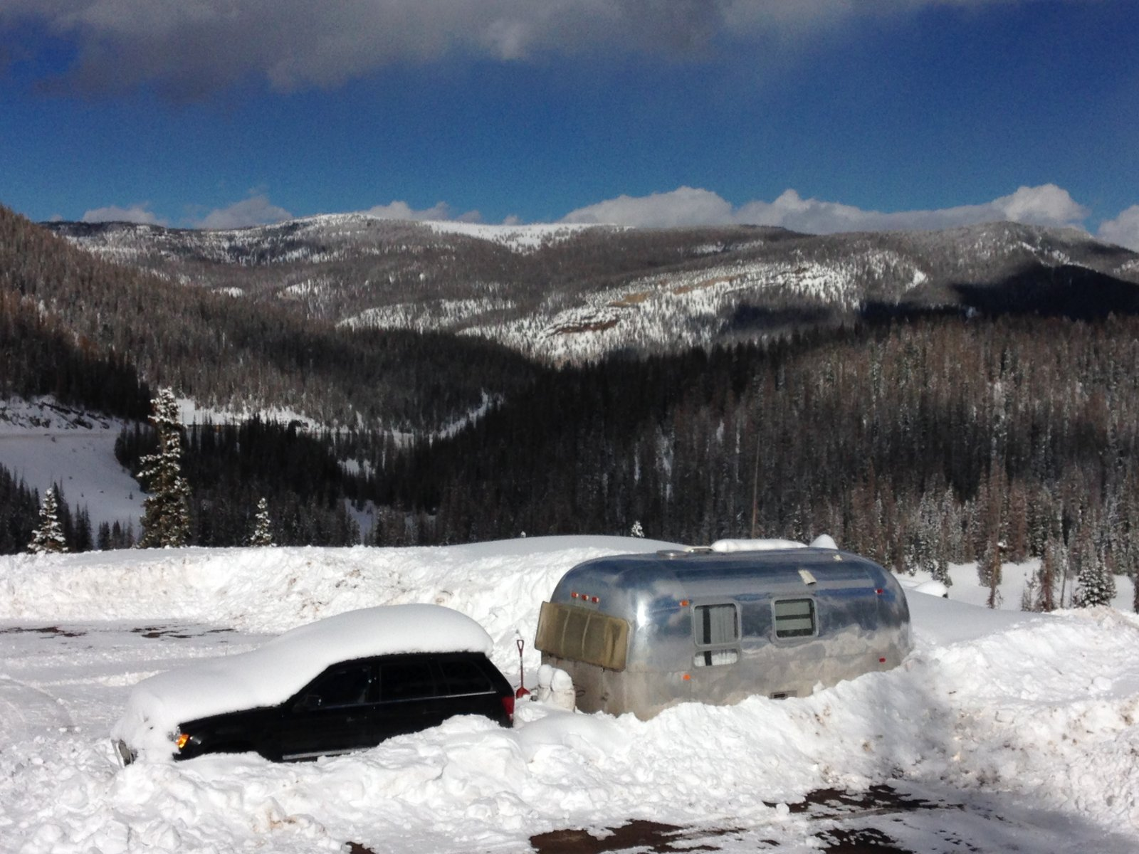 Click image for larger version  Name:1403 Globetrotter in the Mountains.jpg Views:73 Size:295.1 KB ID:224210