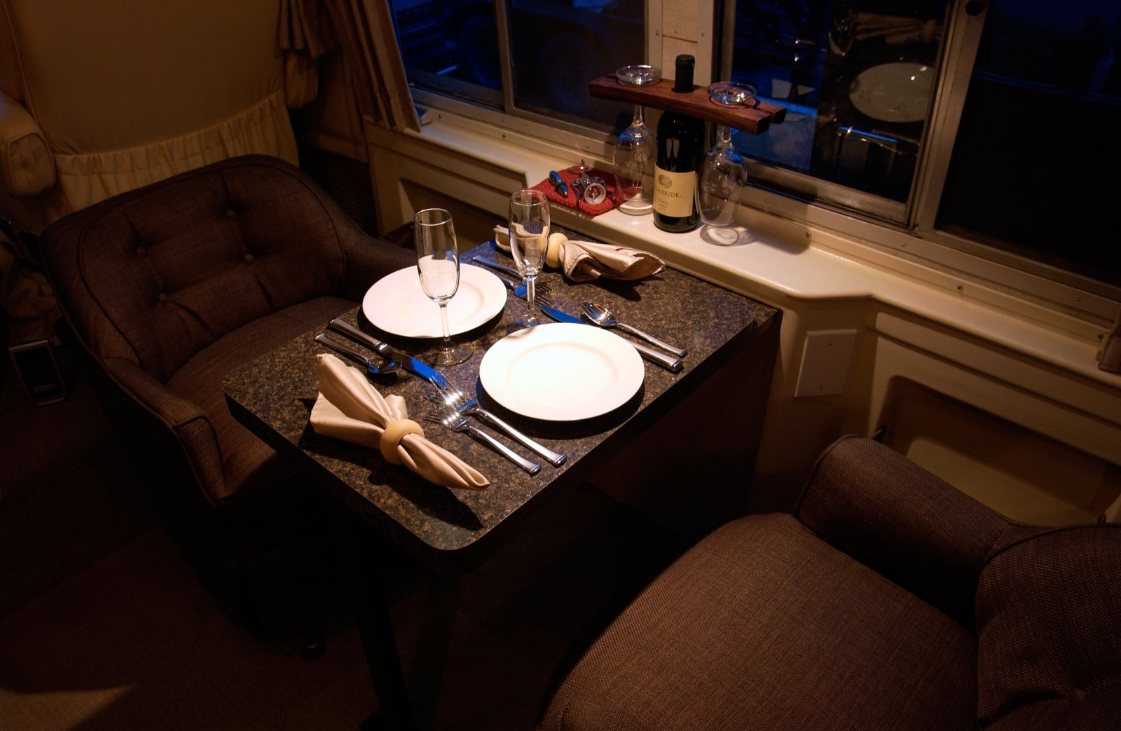 Click image for larger version  Name:DinnerTable-Night-web.jpg Views:85 Size:205.9 KB ID:225296