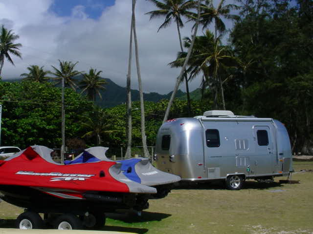 Click image for larger version  Name:airstream jetskis.jpg Views:130 Size:37.8 KB ID:22781