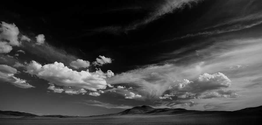 Click image for larger version  Name:5D__0587 hill and clouds-bw2-s.jpg Views:89 Size:72.4 KB ID:23385