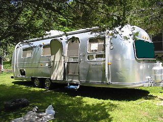 Click image for larger version  Name:alberts trailer curbside.jpg Views:320 Size:79.6 KB ID:2341