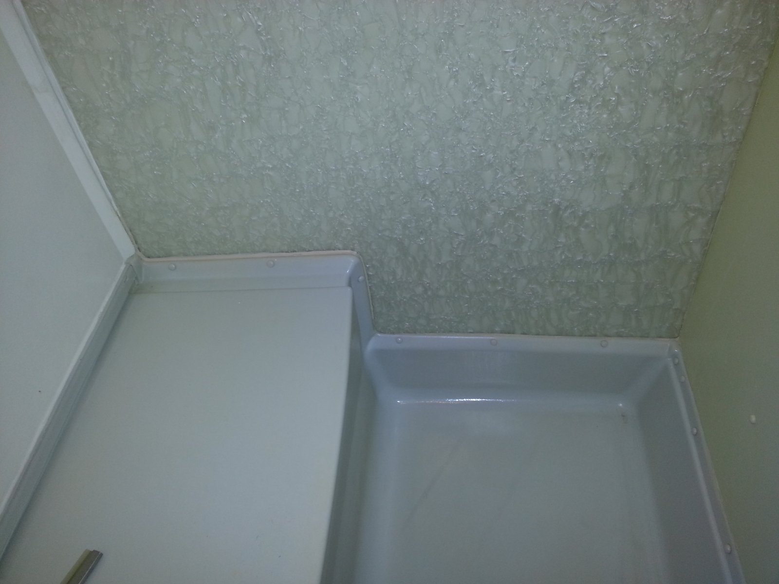 Click image for larger version  Name:Airstream shower pan.jpg Views:775 Size:159.4 KB ID:234575