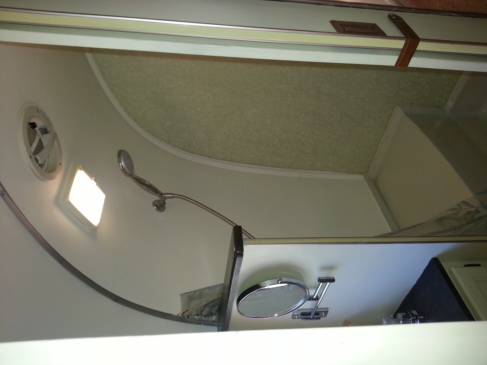 Click image for larger version  Name:Airstream shower.jpg Views:372 Size:169.7 KB ID:234577