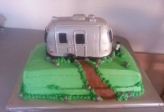 Click image for larger version  Name:Airstream Birthday Cake.jpg Views:859 Size:36.6 KB ID:235686