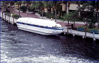 Click image for larger version  Name:Floating Airstream in Camp.jpg Views:171 Size:95.4 KB ID:23572