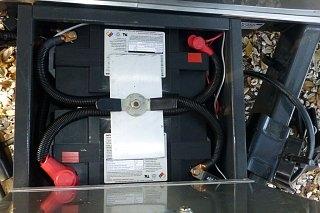 Click image for larger version  Name:Battery box cmp-1.jpg Views:429 Size:273.5 KB ID:235898