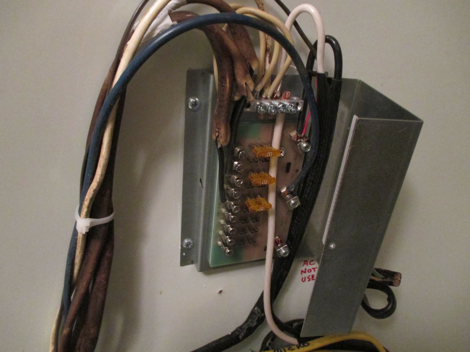 12 Volt Fuse Box Pics And Questions Airstream Forums Old 1986 Click Image For Larger Version Name 1405 Electrical New Panel Views