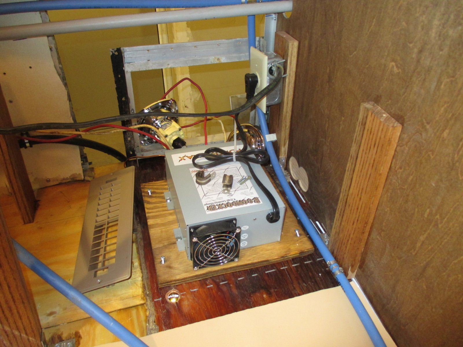 Click image for larger version  Name:1405 Electrical Converter Installed.jpg Views:121 Size:295.3 KB ID:240963