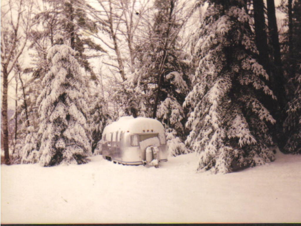 Click image for larger version  Name:Airstream 1997 winter.jpg Views:137 Size:121.3 KB ID:24116