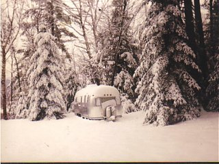 Click image for larger version  Name:Airstream 1997 winter.jpg Views:145 Size:121.3 KB ID:24116