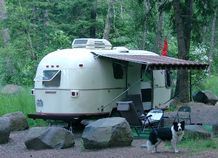 Click image for larger version  Name:dogs trailer.jpg Views:109 Size:96.8 KB ID:24122
