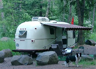 Click image for larger version  Name:dogs trailer.jpg Views:122 Size:96.8 KB ID:24122