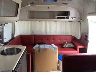 Click image for larger version  Name:First look Airstream interior.jpg Views:499 Size:130.0 KB ID:241979