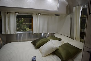 Click image for larger version  Name:Airstream bedroom.jpg Views:77 Size:158.7 KB ID:244718