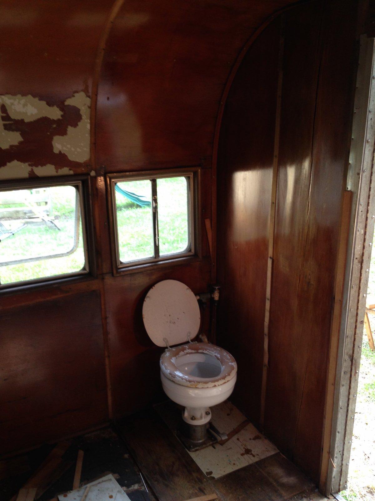 Click image for larger version  Name:bathroomremoved.jpg Views:66 Size:188.9 KB ID:245120