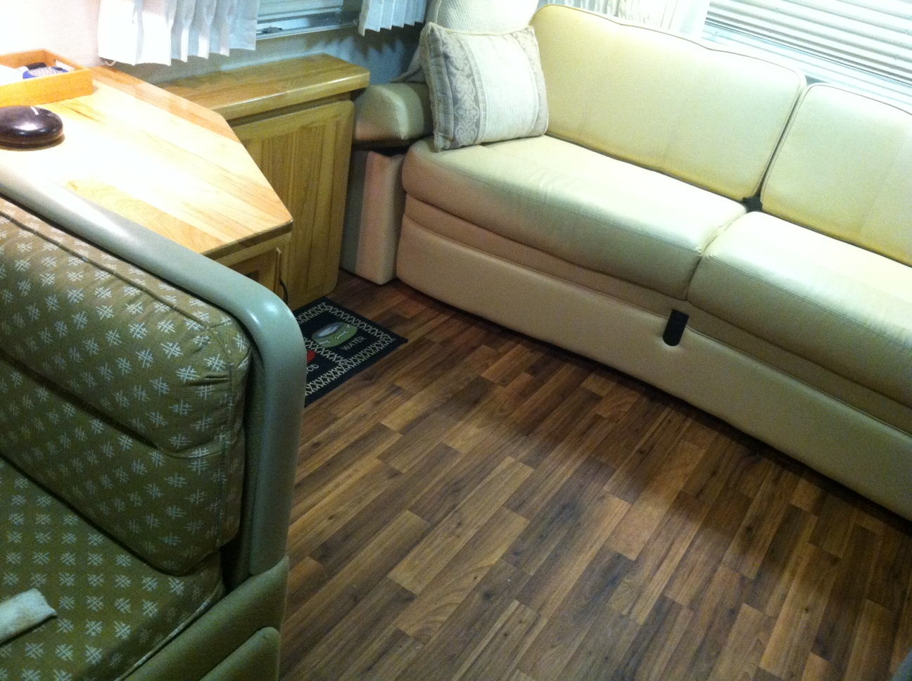 Click image for larger version  Name:Airstream lounge new floor (4).JPG Views:73 Size:517.5 KB ID:245539