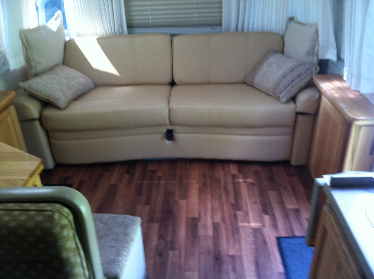 Click image for larger version  Name:Airstream lounge new floor (12).JPG Views:71 Size:359.5 KB ID:245540