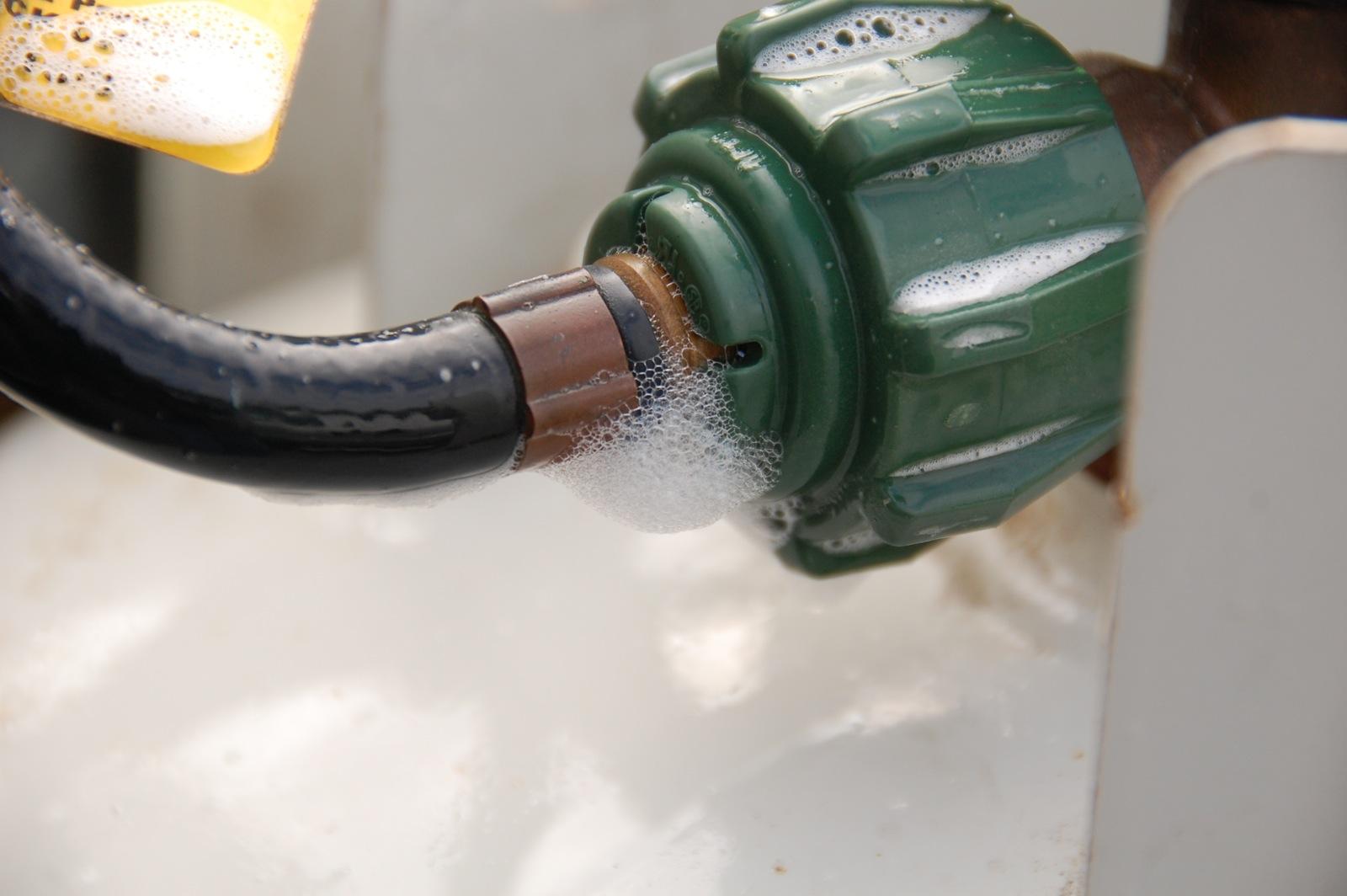 Click image for larger version  Name:DSC_0454 Pigtail hose leak.jpg Views:59 Size:231.1 KB ID:246045