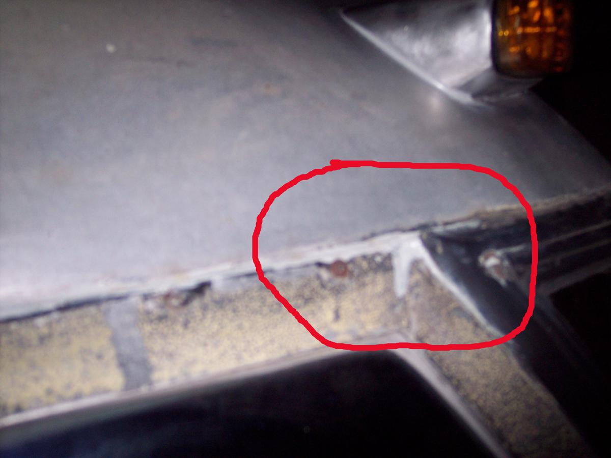 Click image for larger version  Name:windshieldleak.jpg Views:55 Size:705.9 KB ID:247902