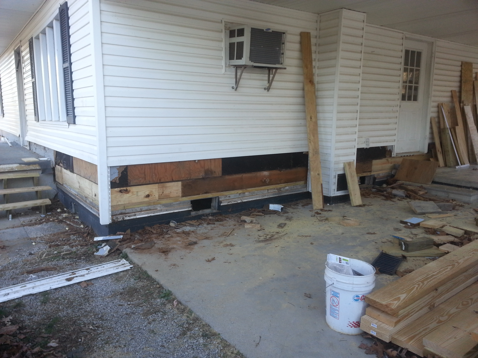 Click image for larger version  Name:porch-termite-damage-3.jpg Views:69 Size:1.20 MB ID:252716