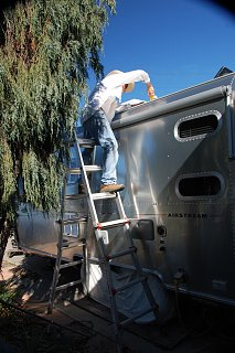 Click image for larger version  Name:DSC_0157 Removing old sealant.jpg Views:191 Size:535.3 KB ID:252901