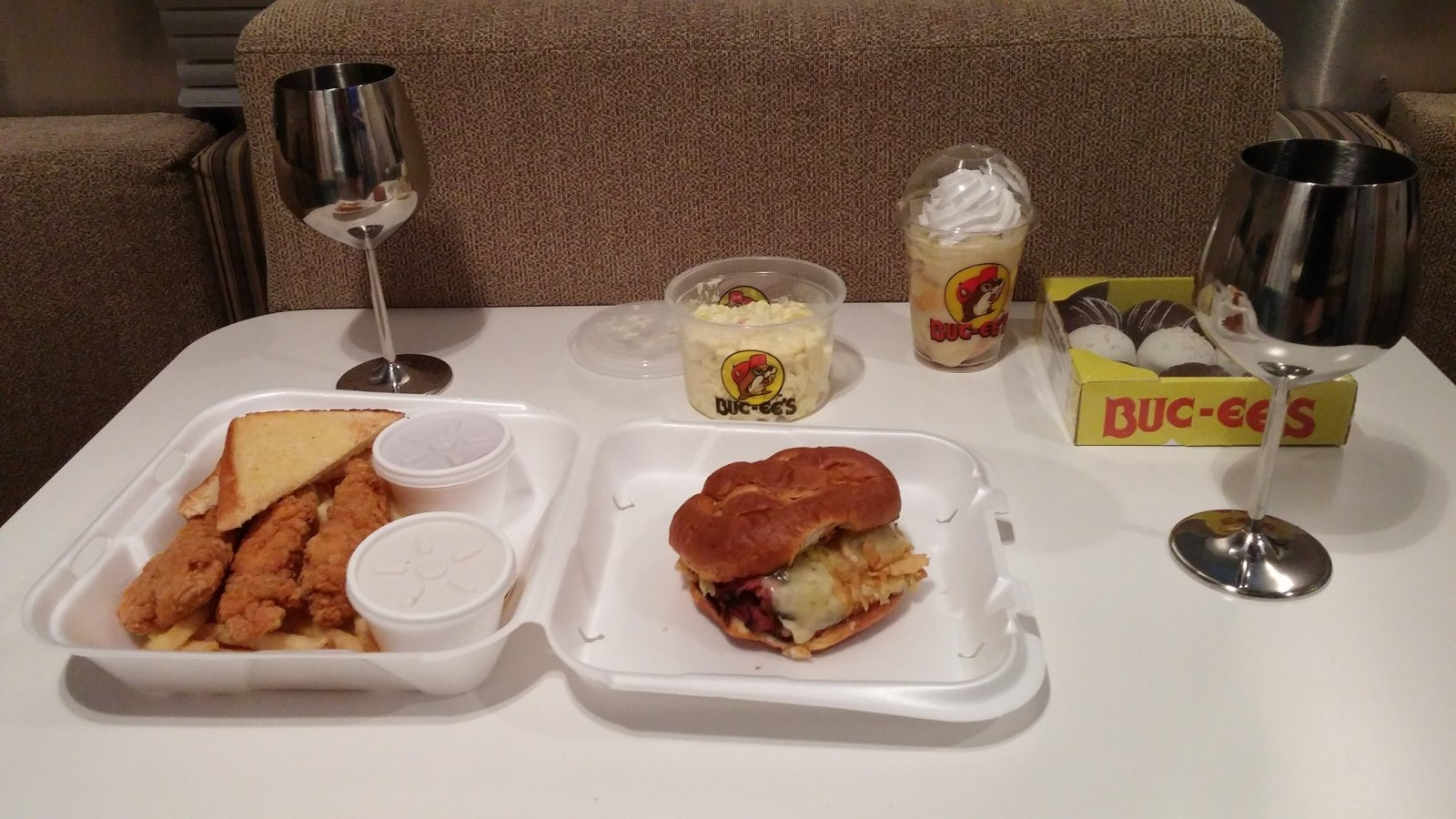 Click image for larger version  Name:BUC-EE's Food 1.jpg Views:92 Size:230.5 KB ID:252962