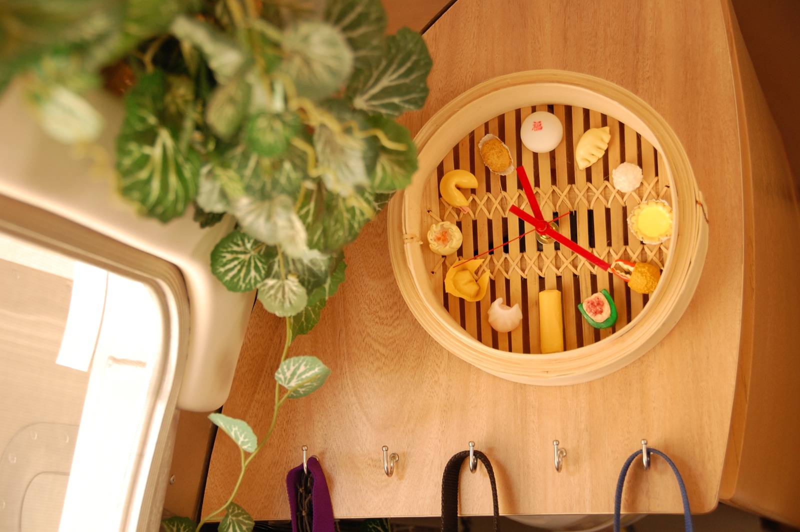 Click image for larger version  Name:DSC_0053 Dim Sum Clock in galley.jpg Views:68 Size:355.3 KB ID:253094