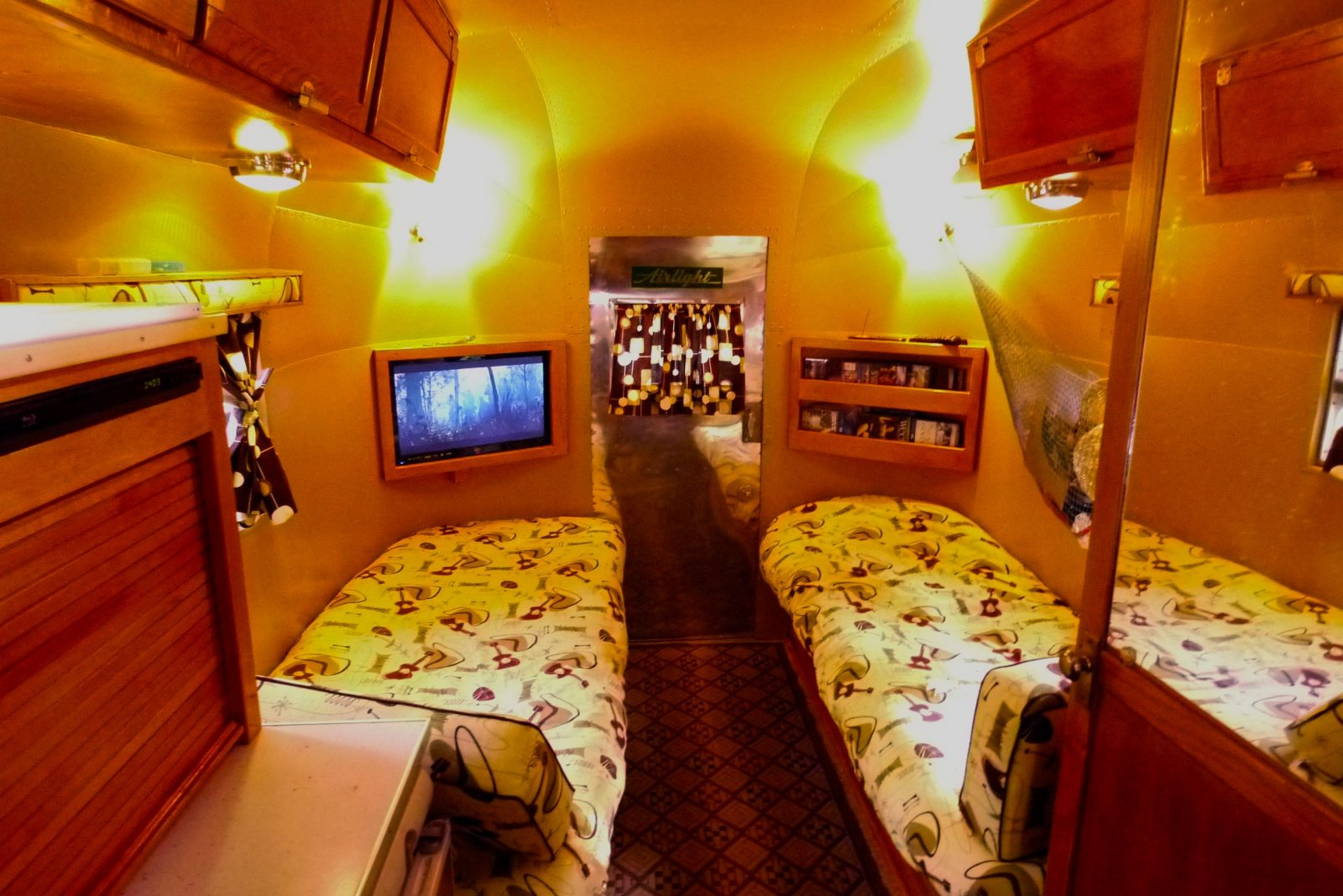 Click image for larger version  Name:Airlight interior flatscreen.jpg Views:85 Size:265.4 KB ID:253429
