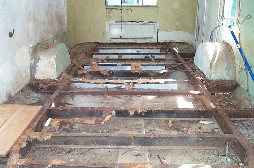 Click image for larger version  Name:Floor removed.jpg Views:256 Size:185.3 KB ID:25386