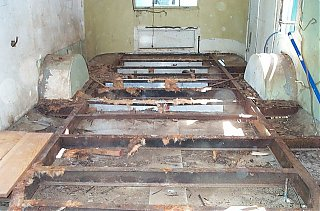 Click image for larger version  Name:Floor removed.jpg Views:300 Size:185.3 KB ID:25386