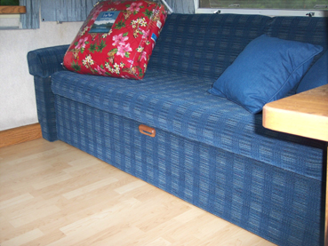 Click image for larger version  Name:couch1.jpg Views:83 Size:124.8 KB ID:25452