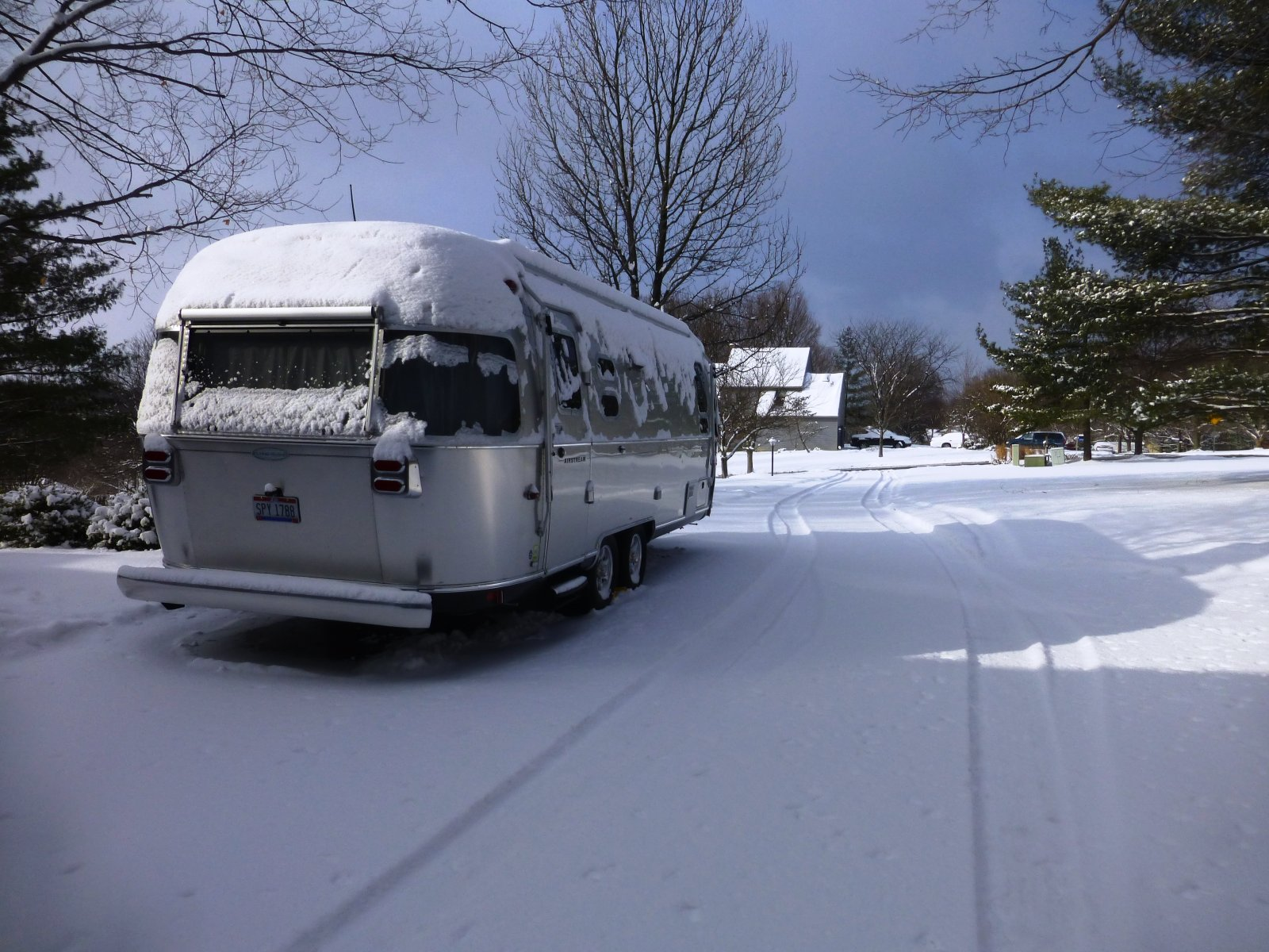 Click image for larger version  Name:Airstream in snow.jpg Views:82 Size:338.6 KB ID:254911