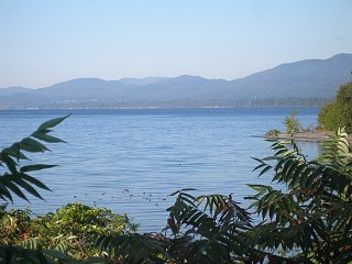 Click image for larger version  Name:across the lake.jpg Views:86 Size:281.1 KB ID:255400