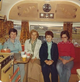 Click image for larger version  Name:Travelux Photo - Interior, approx. 1973.jpg Views:127 Size:90.4 KB ID:255471