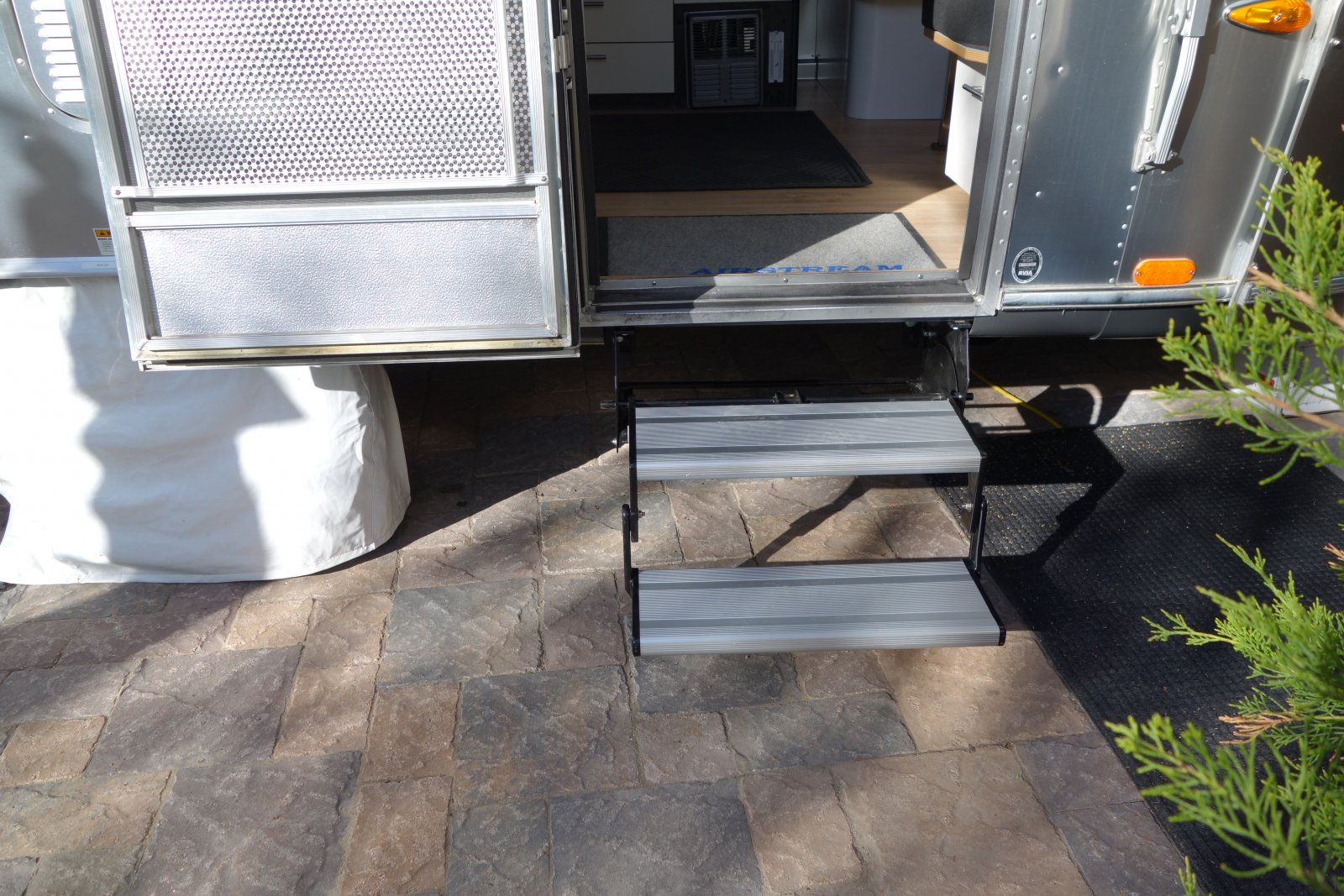 Click image for larger version  Name:airstream Step-new installed.jpg Views:153 Size:345.2 KB ID:257123