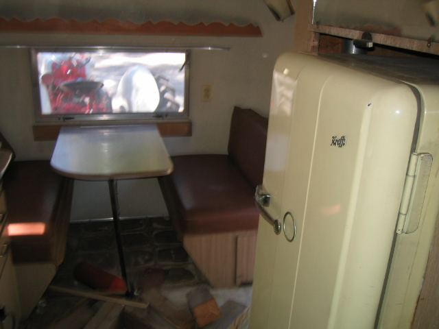 Click image for larger version  Name:1958 Airstream Traveler 007.jpg Views:110 Size:110.4 KB ID:25866