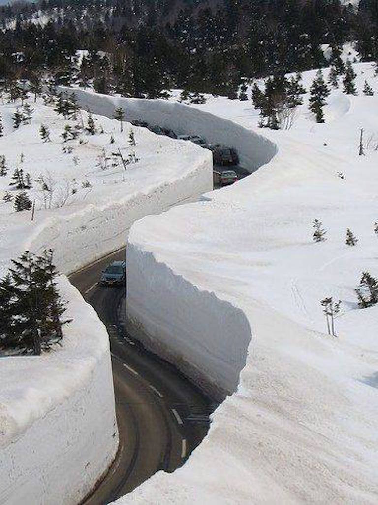 Click image for larger version  Name:BBeartooth Highway into Cooke Citya.jpg Views:71 Size:120.9 KB ID:260692